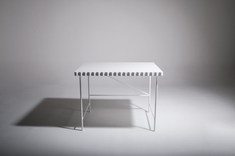 SMALL WHITE TABLE